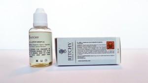 Sur les étiquettes des flacons Liqua, tout y est ou presque pour satisfaire les exigences d'une clientèle internationale.
