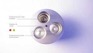 Vue détaillé du chargeur avec ses trois emplacements et son indicateur de chargement (diode)