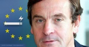 Pour le député européen Chris Davies (Royaume-Uni), la cigarette électronique permet de sauver des vies.