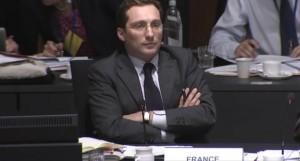 Alexis DUTERTRE, représentant permanent de la France auprès de l'Union Européenne, trouve qu'il est encore trop tôt pour se décider sur le statut juridique de l'e-cigarette en tant que médicament.