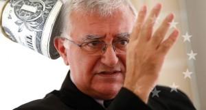 L'ancien Commissaire européen à la Santé, John Dalli, voulait bannir le Snus et la cigarette électronique.
