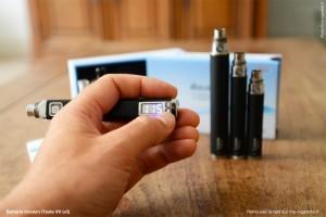 Les boutons permettent de régler la tension, la puissance et de connaitre le nombre de bouffées consommées