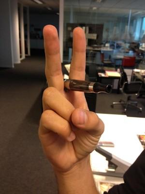 Prenez une photo de votre ecig en main et postez la sur Facebook et Twitter.