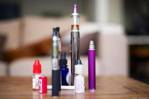 Alors que l'e-cigarette pourrait bientôt devenir un médicament, des vapoteurs témoignent ...