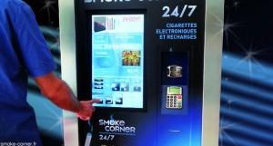 Le vapoteur choisit son e-liquide avant de régler par carte bleue