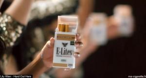 Les cigarettes électroniques E-lites apparaissent très clairement à l'écran