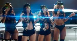 Danseuses qui vapotent dans le dernier clip de la chanteuse Lily Allen