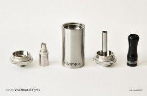 Démontage traditionnel du clearomiseur : bague de connexion, résistance, réservoir (tank), colonne d'air (cheminée) et embout (drip tip)