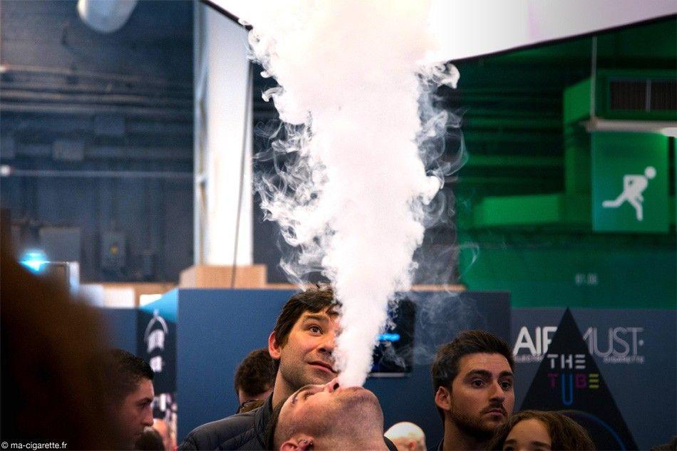 Concours du plus gros nuage de vapeur pour tenter de gagner une PS3.