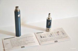 La batterie, le clearomiseur et la notice d'utilisation en anglais