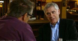 Deux médecins, Michael Mosley et Peter Hajek, discutent e-cigarette dans un café londonien.