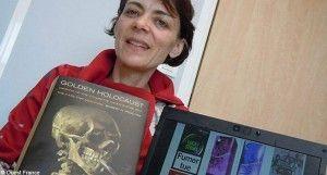 """Karine Galopell-Morvan ici avec le livre de Robert Proctor """"Golden Holocaust""""."""