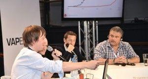 Oliver Kershaw ici à gauche au salon Vapexpo de Paris (septembre 2014).
