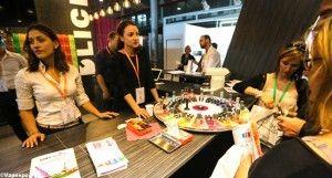 Dégustation de e-liquides au stand D'lice lors du salon Vapexpo.