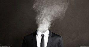 Pourquoi certains vapoteurs continuent à fumer ? La perception des risques pourrait constituer un possible début de réponse.