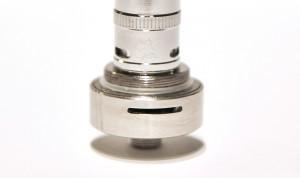 Tournez la bague de la base d'atomiseur dans le sens des aiguilles d'une montre ou à l'inverse pour régler le flux d'air.