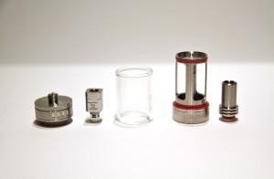 Les différentes pièces de l'atomiseur Subtank (ici avec sa résistance OCC d'origine).
