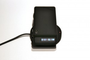 Grâce à la recharge par induction, le chargement se fait par simple contact entre la box et son mod.