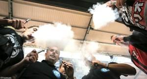 La prévalence du tabagisme est très importante au sein des vapoteurs selon le baromètre INPES.