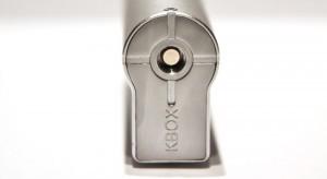 Selon le constructeur la Kbox est prévue pour accepter des atomiseurs allant de 18,5mm à 25mm de diamètre.