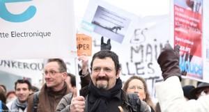 Un vapoteur militant ici à la manifestation de l'AIDUCE, le dimanche 15 mars 2015 à Paris.