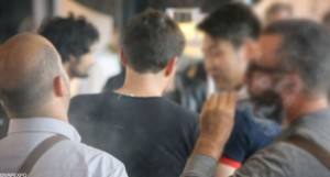 Double usage : De nombreux fumeurs utiliseraient aussi l'e-cigarette aux États-Unis selon une récente étude.