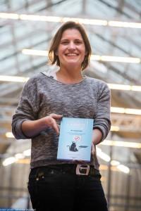 """Stéphanie Castel, présente son livre """"Ma vapothérapie"""" (Vapexpert Editions)."""