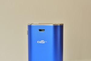 Le port USB permet une utilisation pendant le chargement (passthrough).