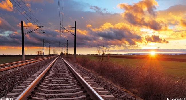 Les usagers de la SNCF s'exposent à une amende si ils vapotent sur certains quais, gares, ou à bord des trains.