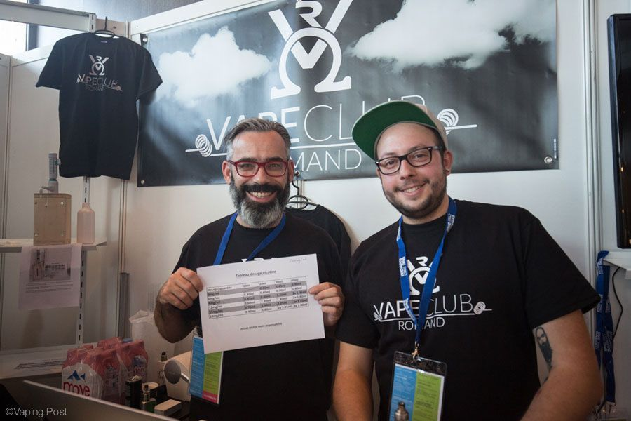 Le VapeClub Romand montrant ici un tableau de dosage de nicotine au salon Swiss Vaping Days (octobre, 2016).