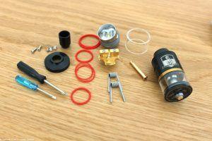 L'atomiseur reconstructible Combo RDTA de Ijoy avec ses pièces de rechange
