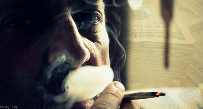 Visage d'un homme fumant une cigarette