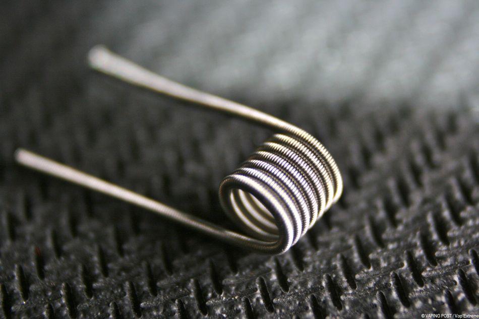 Un fil clapton torsadé afin de réaliser une résistance pour atomiseur de cigarette électronique.