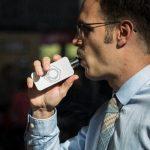 Vapteur avec une cigarette électronique de grande autonomie