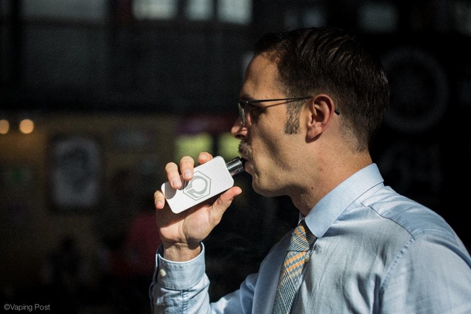 Vpaoteur avec une cigarette électronique de grande autonomie